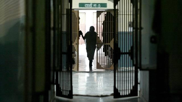 Blick in ein Gefängnis in Neu Delhi: Die Mindeststrafe bei Gruppenvergewaltigungen wurde um zehn Jahre auf zwanzig Jahre erhöht (Symbolbild)