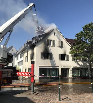 Wohnungsbrand erfordert Feuerwehreinsatz - eine Person leicht verletzt