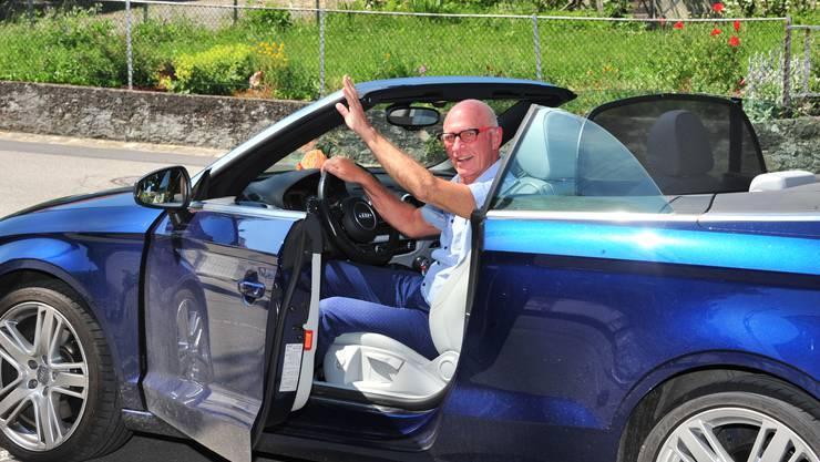 Felice Vögele in seinem blauen Audi, der nun nicht mehr auf dem Gemeindeparkplatz stehen wird...