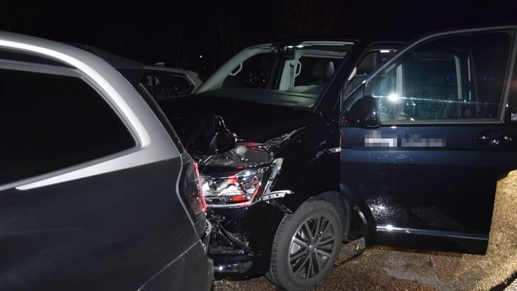 Sechs Fahrzeuge prallen bei einer Auffahrkollision auf der A1 zusammen. Ein Lenker wird verletzt.
