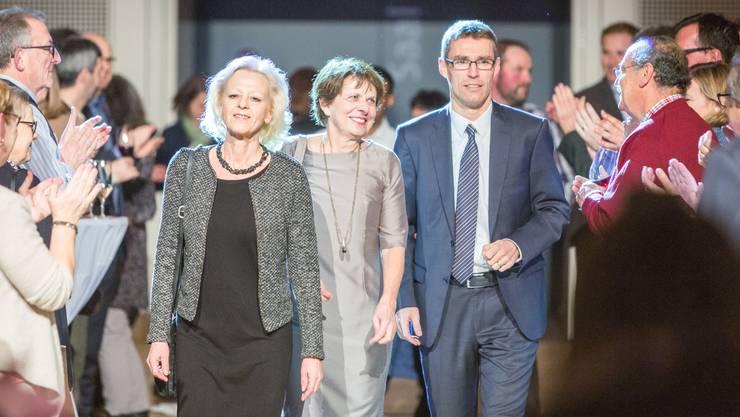 Eben noch ein letztes Mal gemeinsam am Sitzungstisch ziehen Regina Jäggi, Jolanda Urech und Lukas Pfisterer im KuK ein.