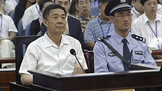 Angeklagter Bo Xilai (links) vor Gericht