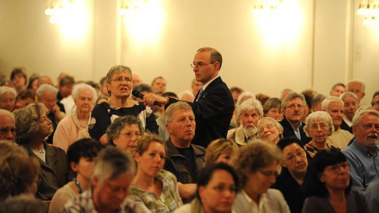Engagement: Über 500 Personen nahmen im Landgasthof-Saal in Riehen an der Podiumsdiskussion um die Spitalschliessung teil. (Juri Junkov)