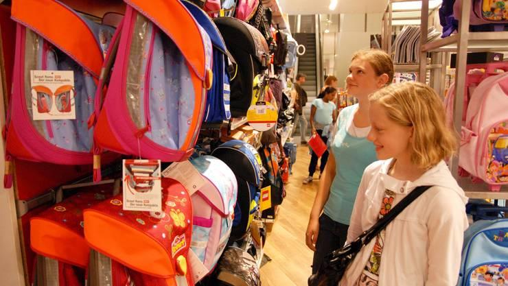 Eine Schülerin auf Einkaufstour