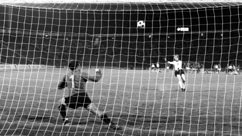 Uli Hoeness schoss seinen Penalty im Final gegen die Tschechoslowakei in den Belgrader Nachthimmel
