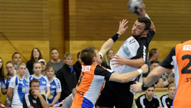 Leimentals Simon Kohler (r.) kam nur sellten vorbei an seinem Zürcher Gegenspieler Roman Sidorowicz.