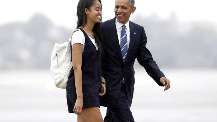 Malia Obama (l) bereitet sich auf eine Karriere bei Film und Fernsehen vor. Bevor sie in einem Jahr zu studieren beginnt, macht sie eine Schnupperlehre beim Hollywood-Produzenten Harvey Weinstein. (Archivbild(