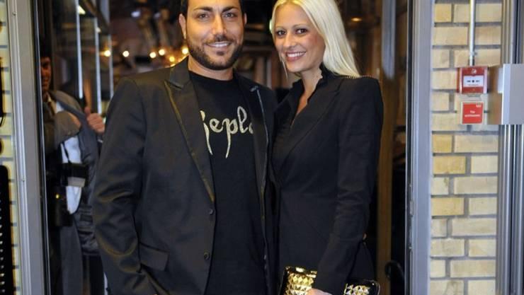 Auf Ausgang verzichten Moderatorin Christa Rigozzi und Ehemann  Giovanni Marchese derzeit gerne: Die Arbeit wollen die frischgebackenenen Zwillings-Eltern jedoch nicht zu lange ruhen lassen. (Archivbild)