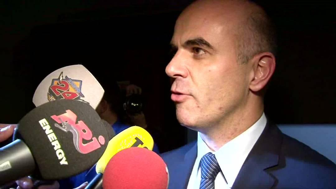 Der frisch gewählte Bundesrat Alain Berset freut sich über seinen Wahlerfolg