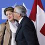 2. Februar 2015: Der damalige EU-Präsident Claude Juncker drückt Bundespräsidentin Simonetta Sommaruga einen Kuss auf die Wange.