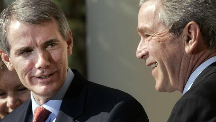 Rob Portman (l.) diente im Kabinett von US-Präsident George W. Bush unter anderem als Handelsbeauftragter.