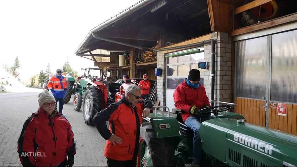 Rund 50 Traktorenfans waren heute auf ihrer traditionellen Ostermontags-Rundfahrt