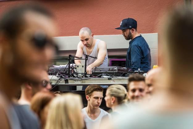 Partystimmung beim DJ in der Kronengasse