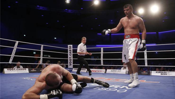 Der Prattler Arnold «The Cobra» Gjergjaj holt sich im fünften und letzten Kampf des Jahres einen weiteren K.o.-Sieg.
