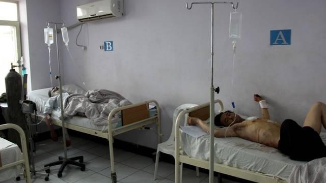 Verletzte werden in einem Spital in Kundus gepflegt