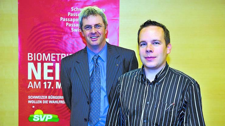 Grund zur Freude: SVP-Kantonalpräsident Heinz Müller freut sich mit Thomas Anderegg, Vizepräsident SVP Rüttenen, über die Gründung der Ortspartei.