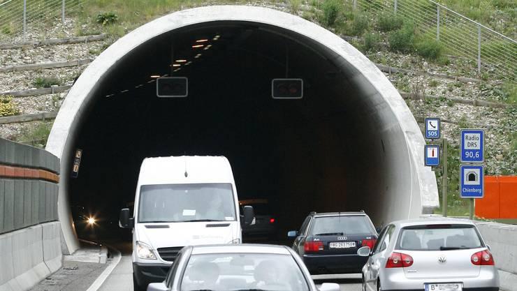 Aus Sicherheitsgründen sperrte die Polizei vorübergehend den Chienbergtunnel in Fahrtrichtung Olten. (Archiv)