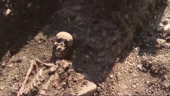 Das Skelett, das vor zwei Wochen in Gretzenbach gefunden wurde, sorgt für viele Fragen. Archäologen versuchen nun, all diese Fragen zu beantworten.