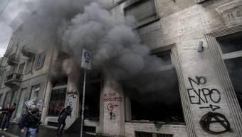 Zerstörte Gebäude in Mailand nach den Protesten gegen die Expo