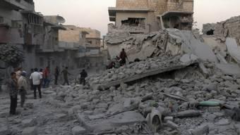 In Syriens letztem grossen Rebellengebiet um die Stadt Idlib ist am Samstag eine von der Regierung ausgerufene einseitige Waffenruhe in Kraft getreten. Seit dem Morgen gab es nach Angaben der syrischen Beobachtungsstelle für Menschenrechte keine Luftangriffe. (Archivbild)