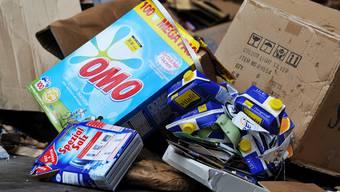 Die Entsorgungsfirma Häfeli-Brügger AG muss Waschmittelverpackungen speziell entsorgen, weil sie Rückstände von Waschpulver enthalten könnten.