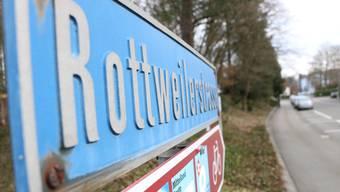 Die lange Kälteperiode im Januar führte zu Rissen in der Rottweilerstrasse in Brugg.