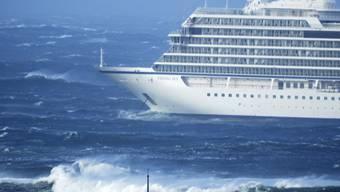 """Drei von vier Motoren der in Seenot geratenen """"Viking Sky"""" laufen wieder."""