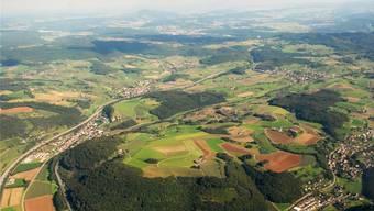 Die mögliche Fusionsgemeinde «Oberes Fricktal» erstreckt sich entlang der Autobahn von Hornussen über Bözen nach Effingen und umfasst auch Elfingen (oben links).