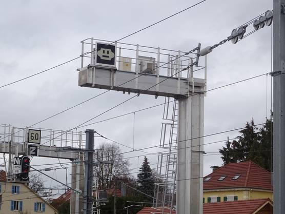 Anlage zur Trennung der Fahrleitungssysteme Frankreich/Schweiz in Delle