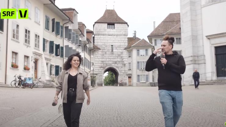Pablo von SRF Virus wandelt mit Samira durch Solothurn.
