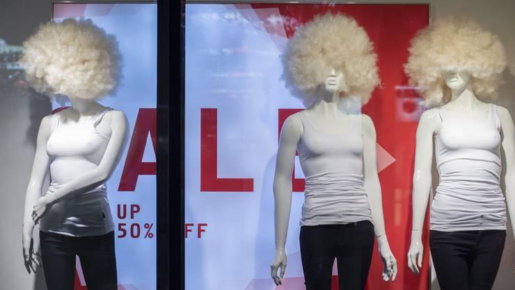 Harte Zeiten für Schaufensterpuppen: Der modebewusste Mensch von heute holt seine Tipps immer mehr im Internet und bei den Stars und Sternchen.