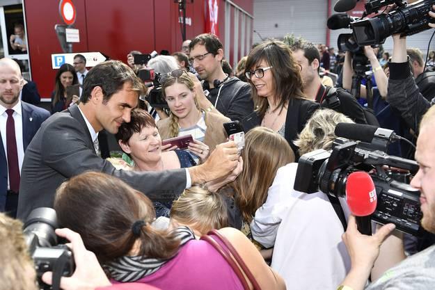 Roger Federer macht seine Fans mit Selfies glücklich