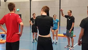 Jugendliche an einem Ausbildungswochenende für Sportleiter-Nachwuchs im Kanton Aargau.