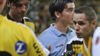 St.-Otmar-Spielertrainer Jan Filip mit Motivationshilfe