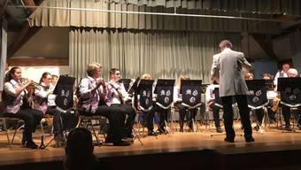 Unter der musikalischen Leitung von Ulrich Troesch präsentierten die rund 20 Musikantinnen und Musikanten ein äusserst abwechslungsreiches und unterhaltsames Programm.