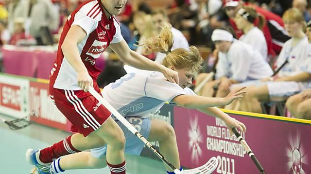Kantersieg für die Schweizerinnen (hier Daniela Stettler, links)