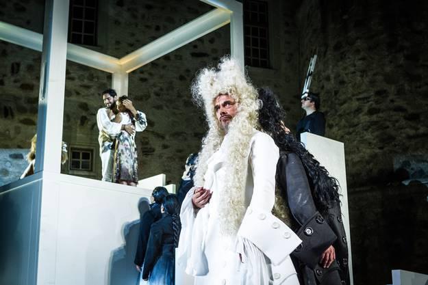 Gut oder böse? In der «Zauberflöte» kann sich das schnell ändern und auch Sarastro (im Bild, Ulrich Schneider), der Pamina entführen liess, kann beides.