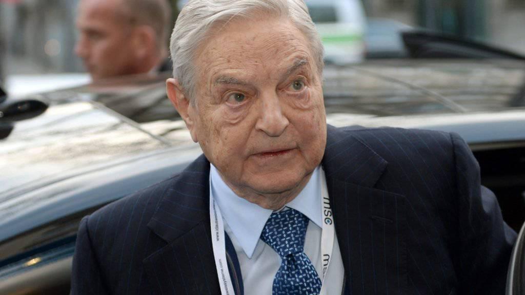 US-Investor Geroge Soros bei einer Sicherheitskonferenz in München im Februar. Die russische Justiz hat zwei seiner Stiftungen verboten.(Archiv)