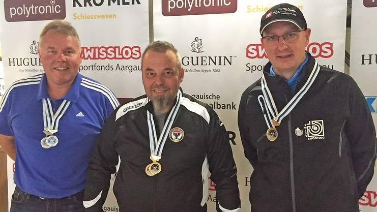 Mit dem Standardgewehr siegte Ruedi von Arx (Mitte) vor Peter Haltiner (links) und Rolf Denzler.