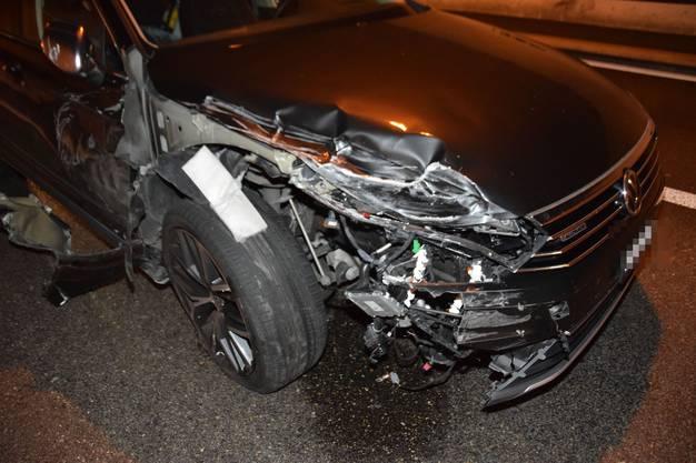 Eine Autolenkerin prallte dann in dieses Fahrzeug.