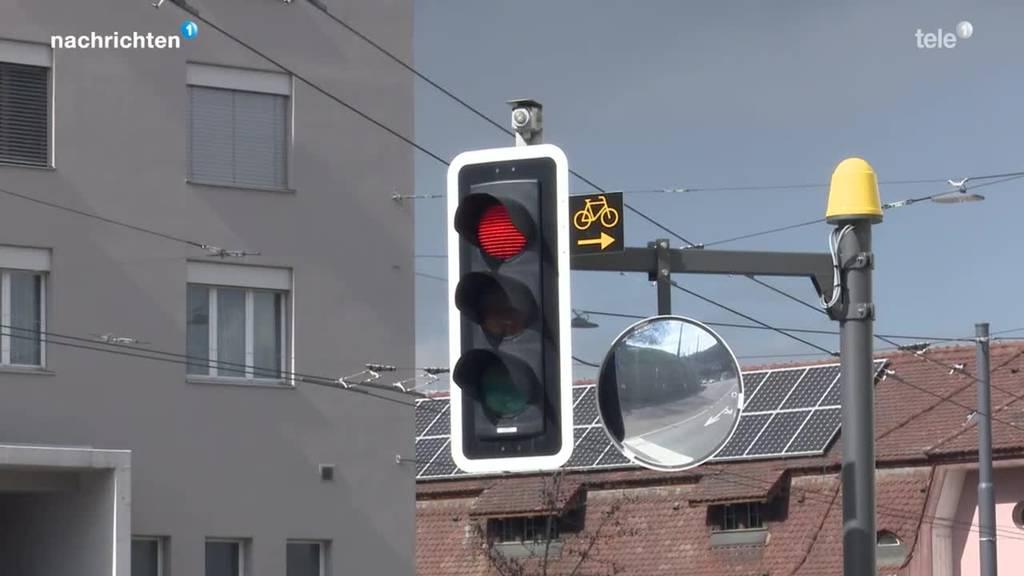 Ab heute dürfen Velo in Luzern bei Rot rechts abbiegen