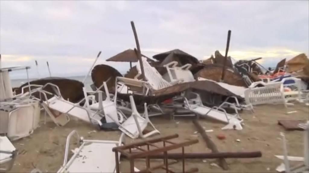 Unwetter zerstört Halbinsel in Griechenland