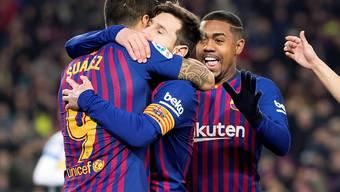 Lionel Messi liess sich nach einem Tor und einem Assist nach seiner Einwechslung von seinen Teamkollegen feiern