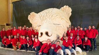 Die 37 Mitarbeiter und 12 Auszubildenden von Peterhans, Schibli & Co. mit ihrem vollendeten Werk.