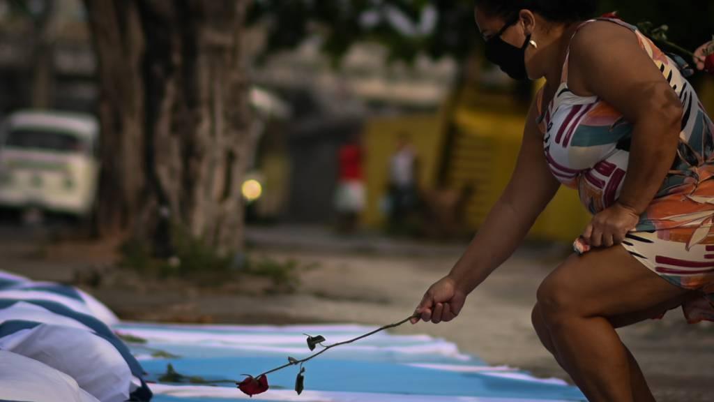 Mehr als 300'000 Corona-Tote in Brasilien