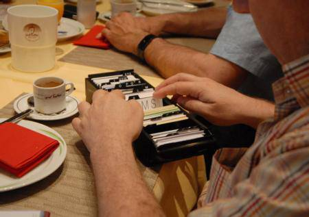 Finde ich den richtigen Geschäftspartner? In die Kartei kann jedes Mitglied seine Visitenkarten ablegen und darin Visitenkarten von anderen Mitgliedern suchen.