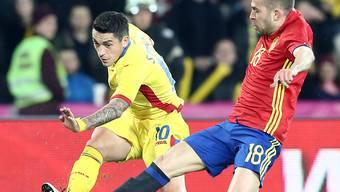 Rumänien mit Claudiu Stanciu (links) und Spanien mit Jordi Alba trennten sich in Cluj torlos