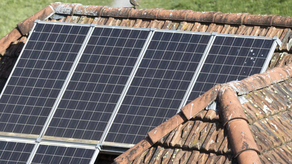 Dank Niedrigstenergie-Bauten und ganzflächigen Solarzellen auf den Gebäudedächern sollen gemäss einer Studie die Ziele des Pariser Klimaabkommens erreichbar sein.