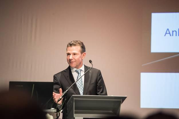 NAB-CEO Peter Bühlmann bei seinem Vortrag zu den Aussichten für 2015.