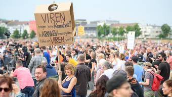 Corona-Leugner an einer Demonstration gegen die Schutz-Massnahmen des Bundes und der Kantone. (Archivbild)